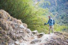 Nepal - 29 December 2016:: Wandeling aan de berg van Himalayagebergte in Nepal Royalty-vrije Stock Afbeelding