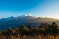 Nepal - 26. Dezember 2016:: Poon Hill-Standpunkt für sehen Schnee MO Lizenzfreie Stockfotografie