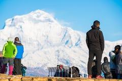 Nepal - 26. Dezember 2016:: Poon Hill-Standpunkt für sehen Schnee MO Lizenzfreie Stockfotos