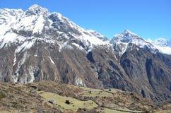 Nepal, el Himalaya en día soleado claro fotografía de archivo