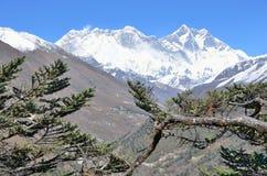 Nepal, el Himalaya en día soleado claro fotos de archivo