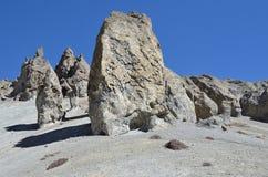 Nepal, emigrando en Himalaya Formaciones de roca en una altura de 4000 metros sobre nivel del mar imagenes de archivo