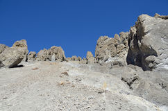 Nepal, emigrando en Himalaya Formaciones de roca en una altura de 4000 metros sobre nivel del mar foto de archivo