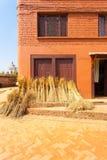 Nepal empacotou Straw After Harvest House V fotografia de stock royalty free