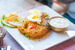 Nepal - 23 2016 Grudzień: Smażący ryżowy Nepalski stylowy lokalny jedzenie Zdjęcia Royalty Free