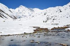 Nepal, het Himalayagebergte, de mening van piekcho oyu, 8210 meters boven overzees - niveau royalty-vrije stock foto