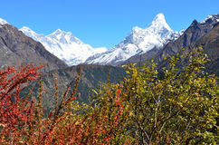 Nepal, Himalayagebergte, berglandschap, mening van de pieken van Lhotse en AMA Dablam (amadablam) Royalty-vrije Stock Afbeeldingen