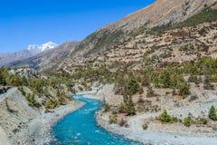 Nepal - Landschaft von oberem Pisang stockfoto