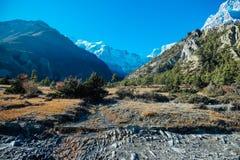 Nepal - opinión sobre la cadena de Annapurna de Humde foto de archivo