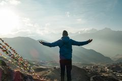 Nepal - Statue des Mannes im Himalaja stockfotos
