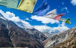 Nepal - vinkande böners flaggor royaltyfri foto