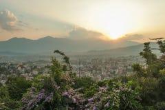 Nepal - Zonsondergang van Katmandu wordt gezien dat stock afbeeldingen