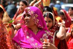 Nepalese mensen die het Dasain-festival in Katmandu, Ne vieren stock foto