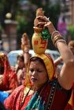 Nepalese mensen die het Dasain-festival in Katmandu, Ne vieren royalty-vrije stock afbeeldingen