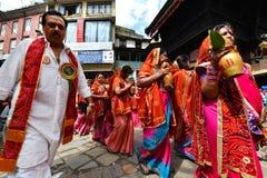 Nepalese mensen die het Dasain-festival in Katmandu, Ne vieren royalty-vrije stock foto