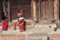 Nepalesische Mutter mit Kind Lizenzfreies Stockfoto