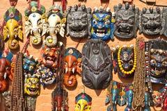 Nepalesische traditionelle Masken und Andenken Stockfotografie