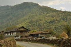 Nepalesisches Dorf, traditionelle Häuser lizenzfreie stockfotografie