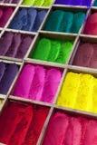 Nepalesisches Tikka Puder in den verschiedenen Farben lizenzfreie stockfotos