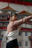 Nepalesisk dansare under hennes kapacitet arkivfoto