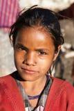Nepalesiskt barn, huvud av unga flickan, i västra Nepal Royaltyfri Bild