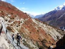 Nepali Trekkingslandstraße lizenzfreies stockbild