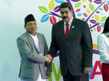 Nepali-Vizepräsident Nanda Bahadur Pun und venezolanischer Präsident Nicolas Maduro Lizenzfreie Stockfotos