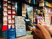 Nepalien shoppar Royaltyfri Fotografi