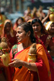 Nepalifolk som firar den Dashain festivalen Royaltyfri Fotografi