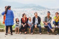 Nepalifolk som tycker om med vänner och familjer arkivbild