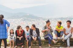 Nepalifolk som tycker om med vänner och familjer royaltyfri bild