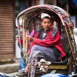 Nepalirickshaw i historisk mitt av staden Störst stad av Nepal, dess historiska mitt, en befolkning av över 1 miljon personer Royaltyfri Fotografi