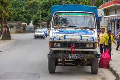 Nepalska ciężarówka na drodze w ulicach lokalizować w Pokhara Zdjęcia Royalty Free