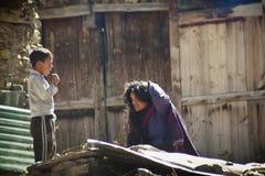Nepalska kobieta i chłopiec Obraz Royalty Free