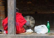 Nepalskiej kobiety przędzalniana wełna Zdjęcie Stock