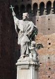 Nepomuk的约翰雕象在Sforza城堡的 免版税图库摄影