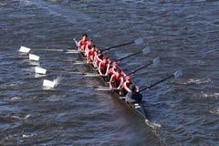 Neponset划船俱乐部乘员组在查尔斯赛船会人` s青年时期Eights头赛跑  免版税库存照片