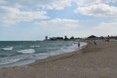 Neptun,罗马尼亚- 2017年7月8日:人们获得乐趣在海滩胜地在Neptun,康斯坦察,罗马尼亚,欧洲 库存图片