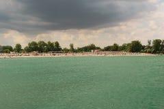 Neptun,罗马尼亚- 2017年7月8日:黑海改变肤色到绿松石由于磁墨字符识别造成的一种自然,但是非常罕见的现象 免版税库存照片