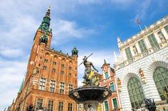 Neptun-Bronzestatuenbrunnen an der Straße aufnahmefähigen Marktes Dluga, Gdan stockfotografie