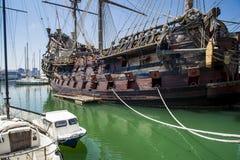 Neptun för Il Galeone piratkopierar skeppet i Genua, Italien Arkivfoton