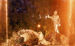 Neptun-Kampfwagen-Pferdestatuen-Brunnen-Nacht Madrid Spanien Lizenzfreies Stockbild