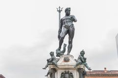 Neptun-Statue im Bologna stockfotos