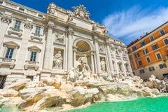Neptun-Statue und der Trevi-Brunnen in Rom, Italien Stockfotos