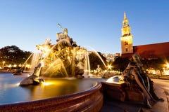 (Neptunbrunnen) Neptune fontanna w Berlin przy zmierzchem zdjęcie royalty free
