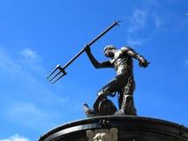 Neptune fontanna z niebieskim niebem Gdańskim, Polska Zdjęcie Stock