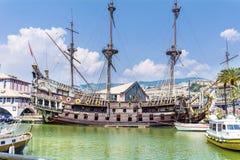 Neptunspansk gallion piratkopierar skeppet i Genova, Italien Royaltyfri Fotografi