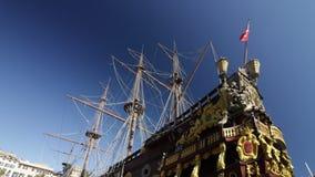 Neptunspansk gallion som ankras i porten i golfen av La Spezia Liguria lager videofilmer