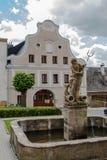 Neptunspringbrunn i stirrandet Mesto i Jeseniky berg Arkivfoto