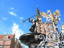 Neptunspringbrunn och stadshus i Gdansk, Polen Royaltyfri Fotografi